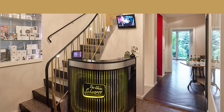 das kleine schwarze hamburg hotel f r mensch und kunst. Black Bedroom Furniture Sets. Home Design Ideas